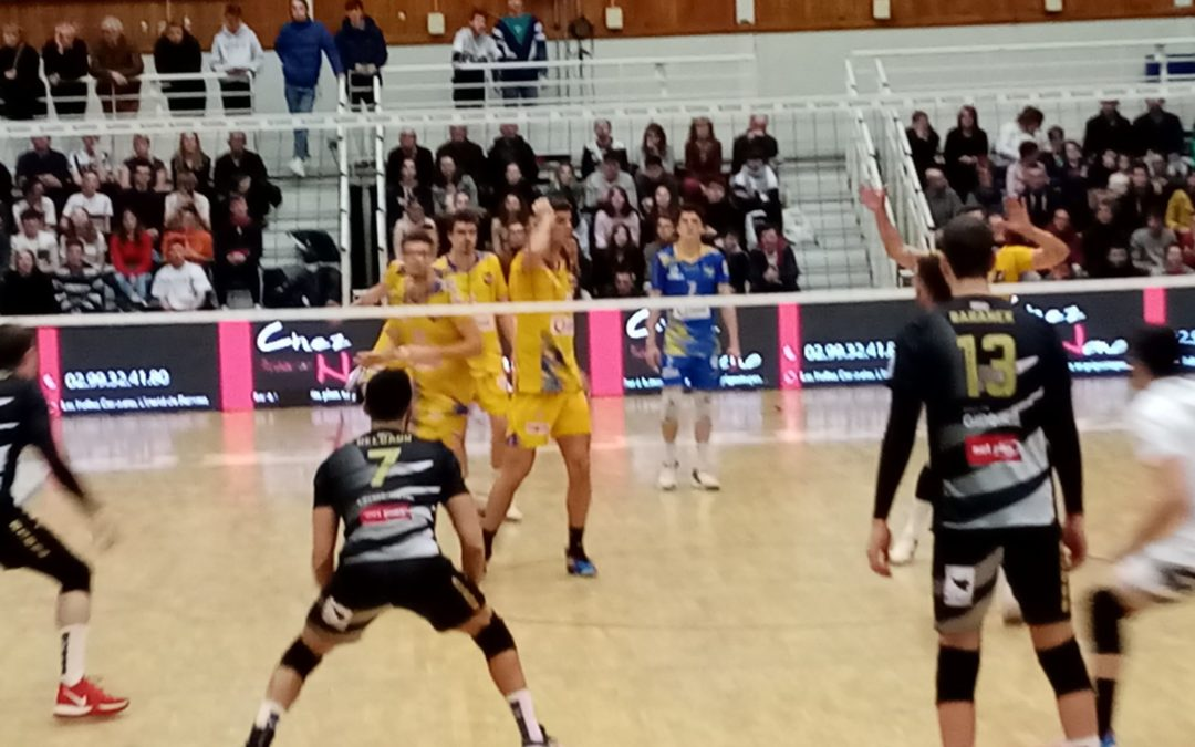 Match professionnel de volley à Rennes: spectacle sportif saisissant!
